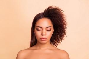 Wat doet keratine precies met je haar?